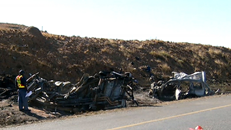 SABC News Harrismith Crash - Crash on R74 in Free State claims nine lives