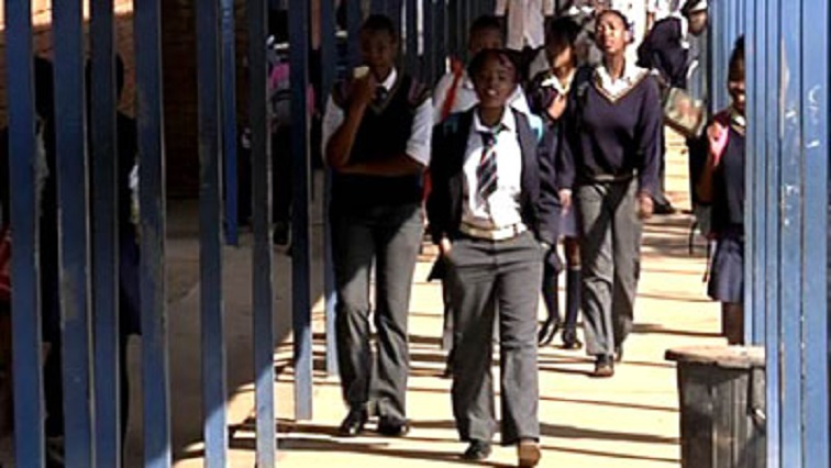 The department confirmed that the number of unplaced pupils had dropped dramatically however , there still remained 690 unplaced learners.