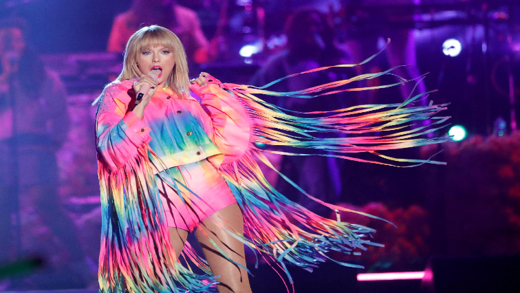 SABC News Taylor Swift R - Taylor Swift wins some support in feud with old label, and lots of silence