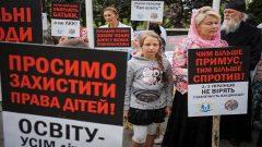 Anti-vaccination activists protest