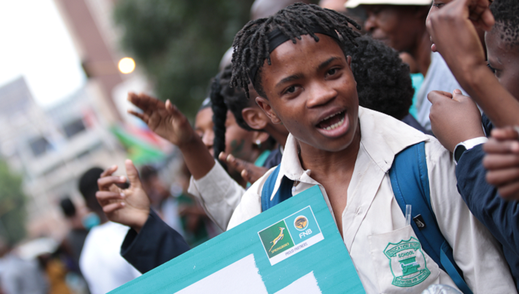 SABC News Bok Supporter by Dinilohlanga Mekuto - Thousands come out in Joburg and Soweto to celebrate Springboks' World Cup victory
