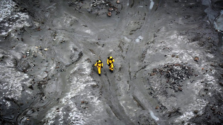 New Zealand recovery teams have returned to the volcanic White Island, but were unable to locate two remaining bodies in their search.