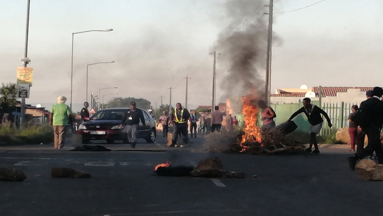 SABC News KAgiso Protest Twitter @Gomotsang - Kagiso residents protest over service delivery