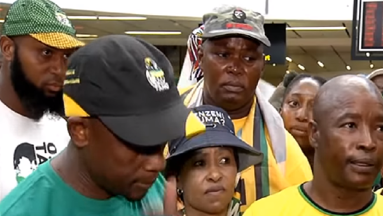 SABC News Zuma supporters - Zuma supporters criticise stayed warrant of arrest