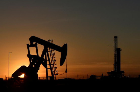 oil 3 1 - Oil rises as broader markets gain on hopes for more stimulus