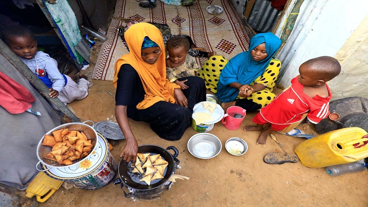 Somali woman and her children prepare their Iftar meal