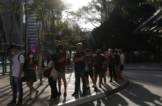 jams - Crowds of shoppers head to Brazil malls reopening in big cities at heart of pandemic