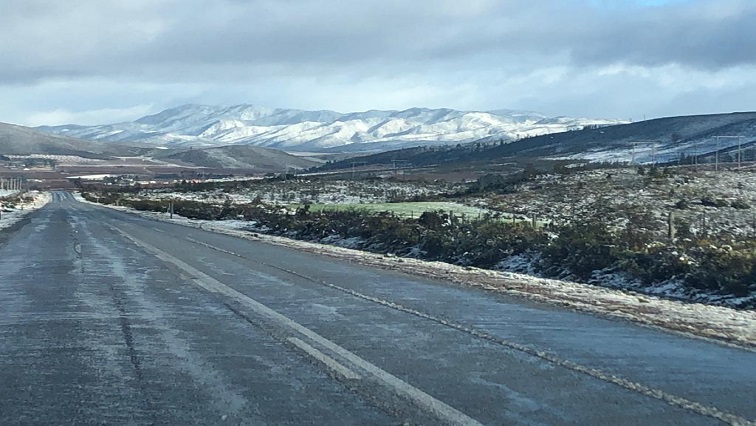 SABC News Snow Riaan Strydom Robin Baldie - Snow falls in the Eastern and Western Cape
