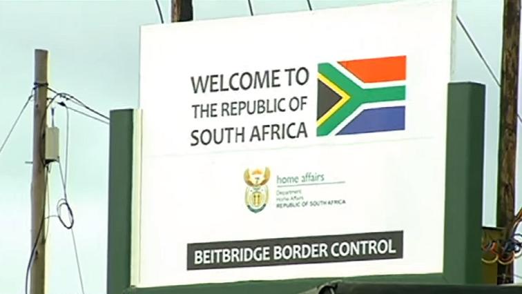 SABC news Beitbridge border post - Street vendors, taxi operators around Beitbridge call for border to open