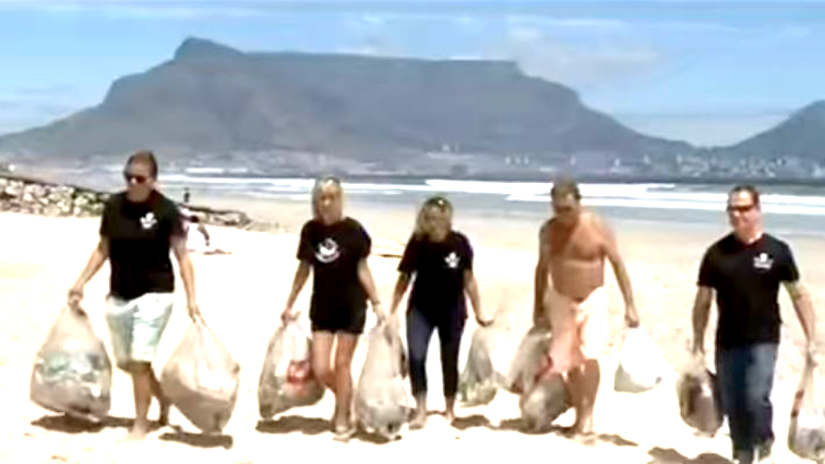 beach clean up - Coastal clean-up project under way in Cape Town