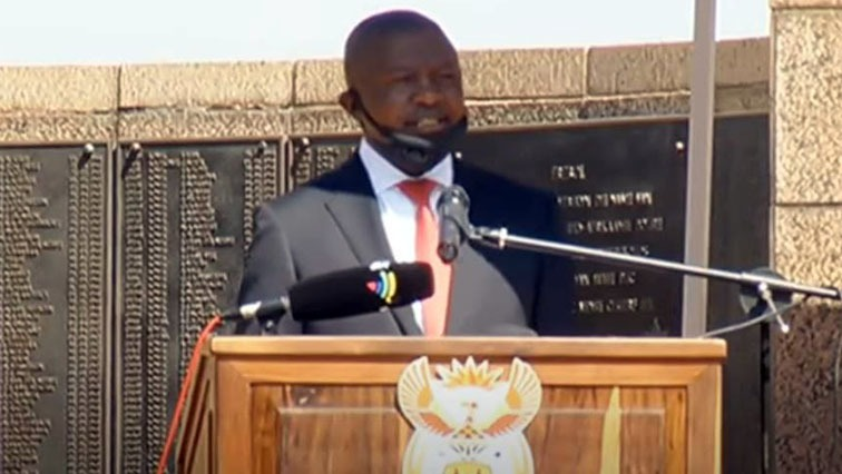 mabuza - Mabuza expresses concern over the killing of police officers