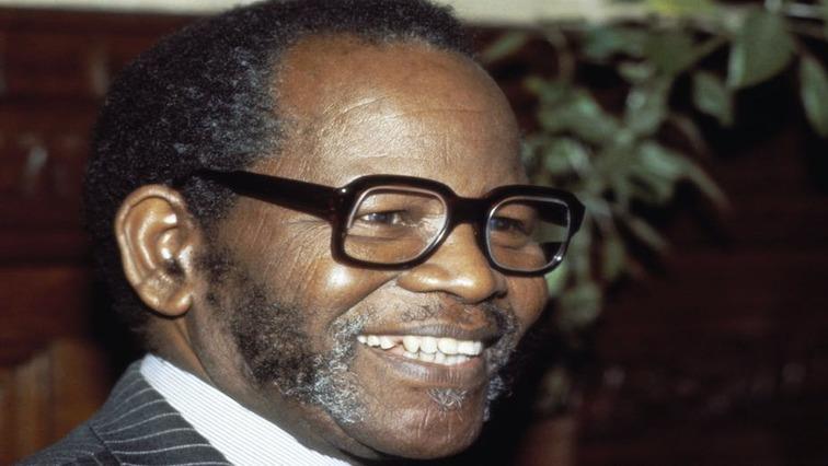 Oliver Tambo REUTERS - President Ramaphosa unveils bronze statue to mark Oliver Tambo's birthday
