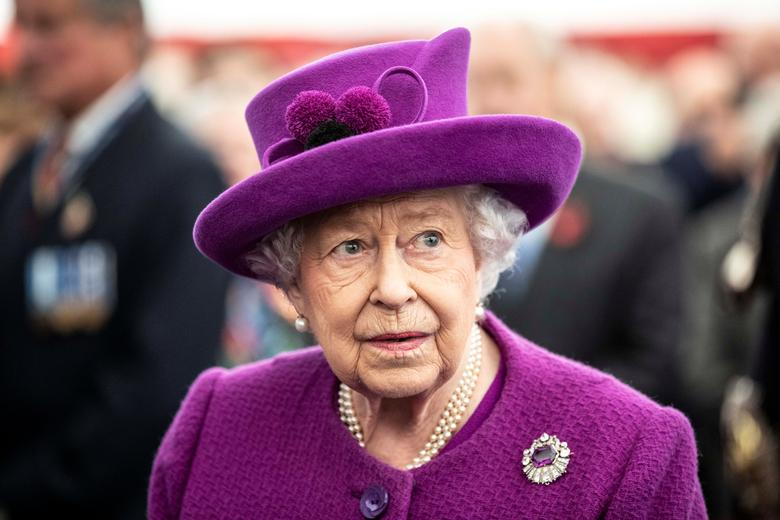 Queen - UK queen, 94, visits Novichok lab in first outing since lockdown
