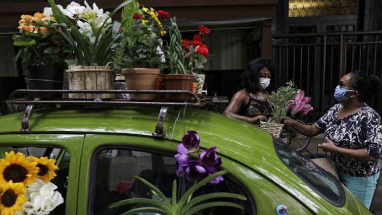 SABC NEWS BRAZIL R - Selling flowers out of her VW Beetle helps Rio woman survive COVID-19