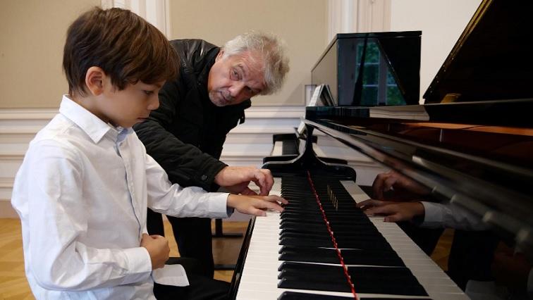 SABC NEWS Guillaume Benoliel R - Meet the six-year-old pianist who plays Rachmaninoff