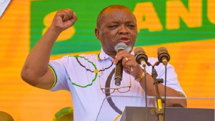 mantashe - Mantashe commends law enforcers for recent arrests of those accused of corruption