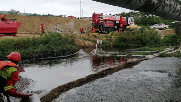 sabc news Oil Spill @Transnet 1 - No fishing allowed at Durban's Umbilo River and Port following oil spillage