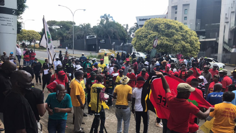 ProtestSABCMhle - CWU to continue with SABC strike despite suspension of retrenchments