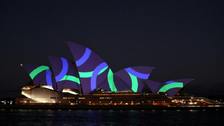 Sydney Reuters - Sydney Opera House lit with poppies for Remembrance Day