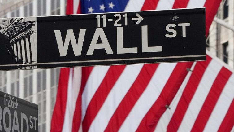 wall 8 1 - Wall Street closes sharply lower, Treasury yields drop as shutdown fears mount