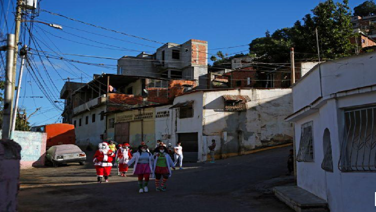 SABC News Santa - In pandemic and recession, Santa Claus gifts bread and clothes to poor Venezuelan kids