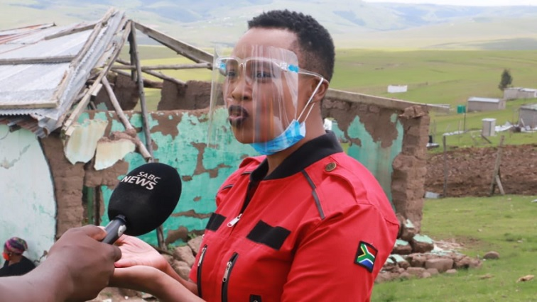 SABC News Stella - Ndabeni-Abrahams hands over groceries and building materials to storm victims in Eastern Cape