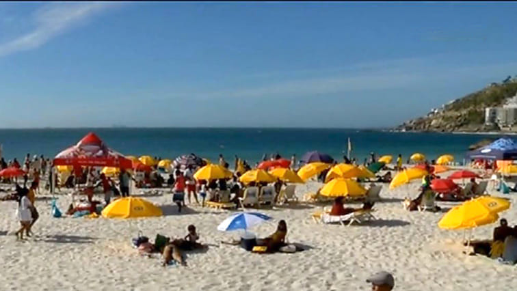 SABC News beaches 1 - Beachgoers make the most of final day out on beach before restrictions kick in on Wednesday