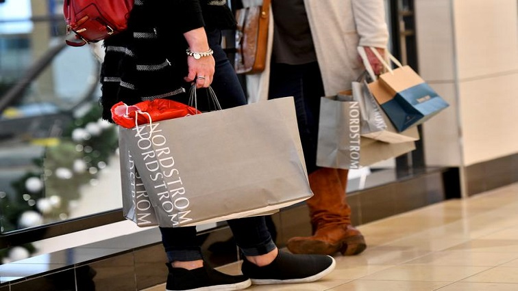 Shopping R - US holiday retail sales rise 3% as online shopping booms: Mastercard report