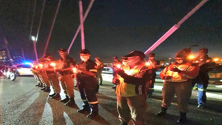 front 2 - Frontline workers pay homage to fallen friends on Nelson Mandela Bridge