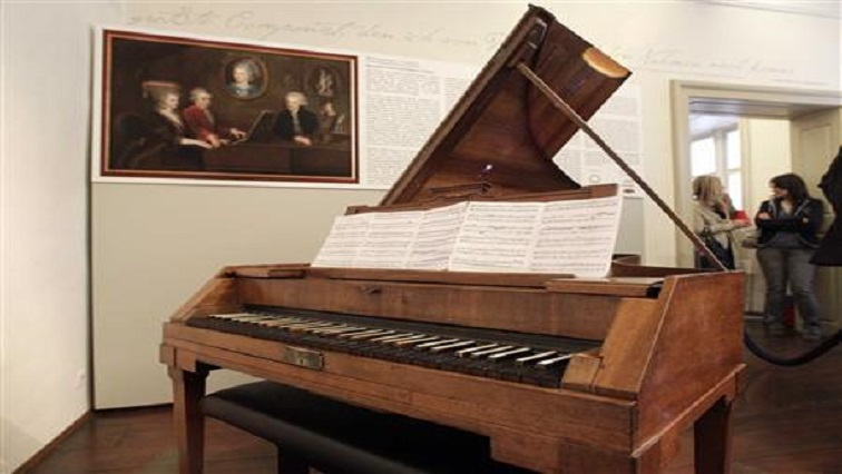 Piano R - A day with a piano tuner