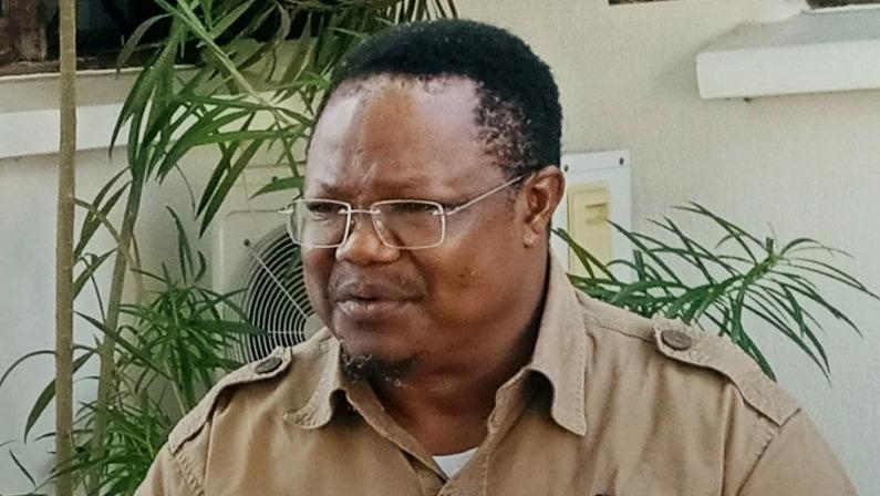 Tanzania's main opposition leader Tundu Lissu (R)