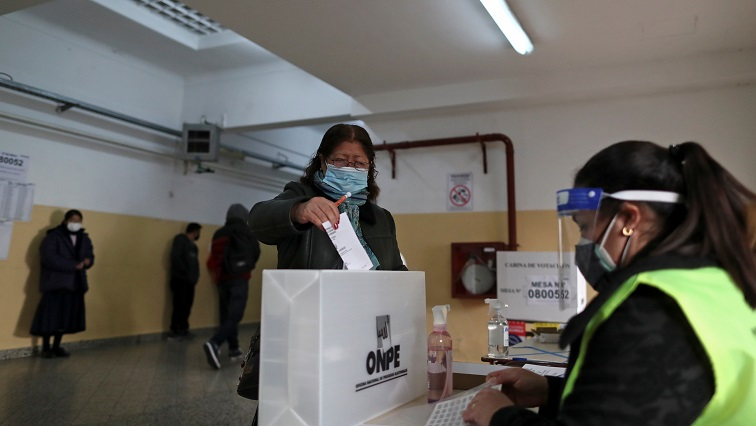 Peruvians vote to elect president, divided by class, geography
